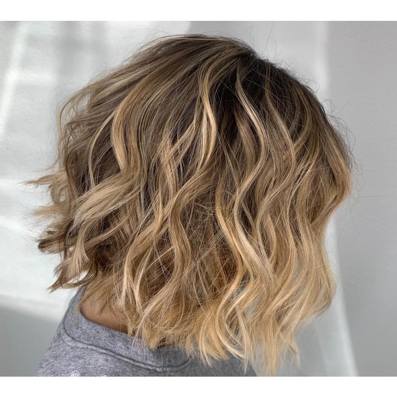 Balayage skulderlangt hår fuld behandling (klip, helfarve og balayage)
